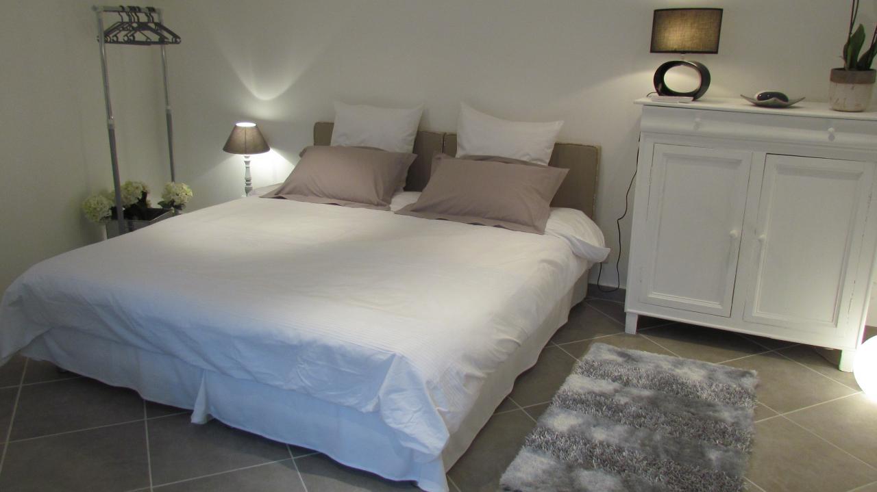 Chambre lit double for Lit double petite chambre
